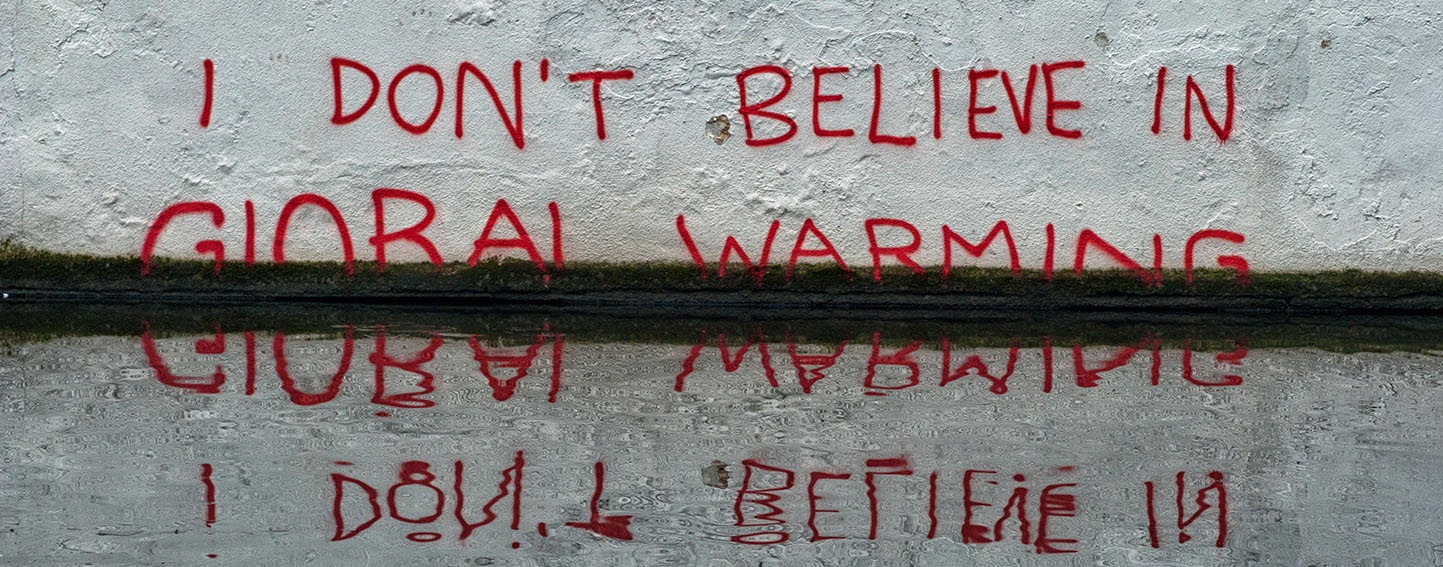 "Banksy grafitti ""I don't believe in global warming"""