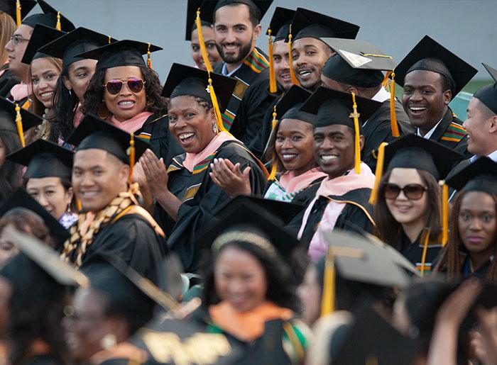 Sinh viên tốt nghiệp của Charles Drew Universtiy